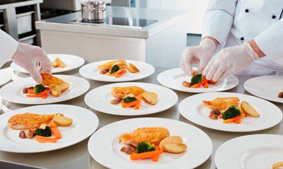 Acabando platos hechos con Finishing en el SelfCookingCenter - banquete- profesionalhoreca