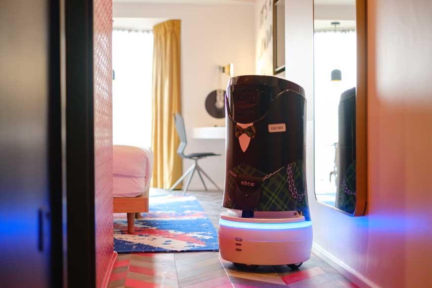 Profesionalhoreca. robot mayordomo Henry, hotel nhow London