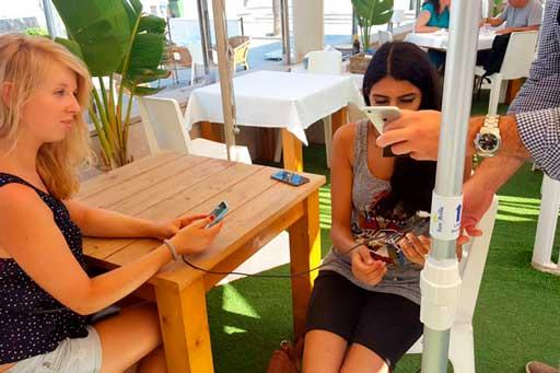 Sunbrilla: cuando las sombrillas recargan los móviles