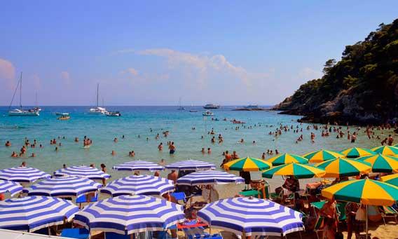 Profesionalhoreca, playa, turistas, sombrillas
