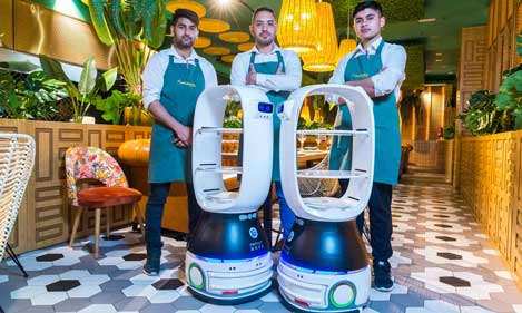 Profesionalhoreca, robots camareros Cacahuete