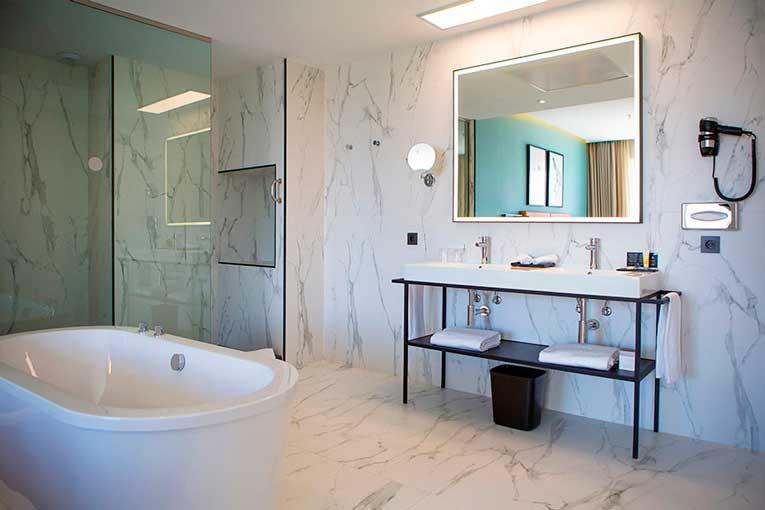 Profesionalhoreca, hotel Riu Plaza España, baño de suite