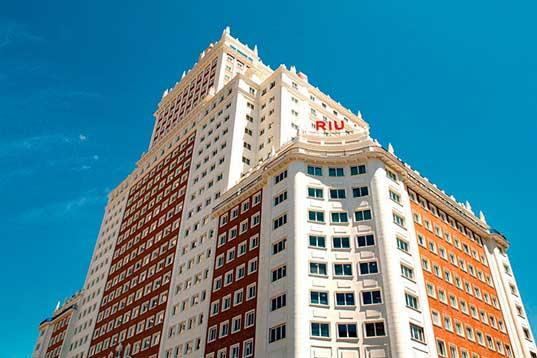 Profesionalhoreca, fachada hotel Riu Plaza España, edificio España