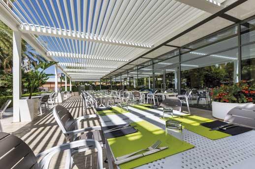 Profesionalhoreca, pérgola bioclimática Saxun en la terraza del hotel Meliá Benidorm