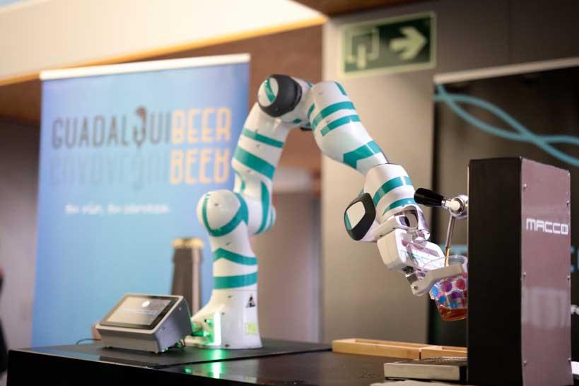 Profesionalhoreca, Ftalks'19, robot de Macco Robotics dispensando cerveza