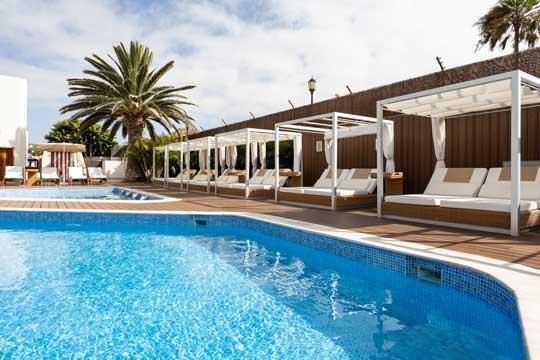 Profesionalhoreca, Suite Hotel Atlantis Fuerteventura, piscina y camas balinesas