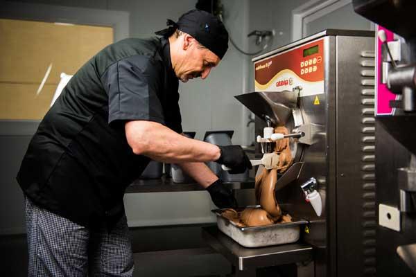 Profesionalhoreca, el maestro heladero Antonio Multari, de Crem de Lux