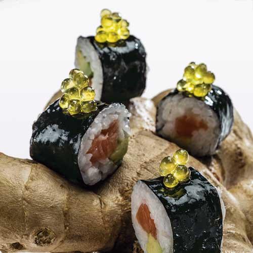 Profesionalhoreca, receta del restaurante Disfrutar: Makis de aguacate y salmón con Caviaroli