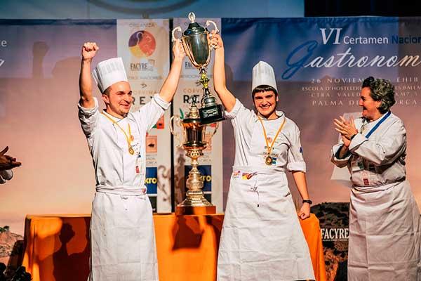 Profesionalhoreca, VI Certamen Nacional de Gastronomía. Víctor de Castro y Uxue Landa, del equipo de Euskadi, vencedores en la modalidad de pastelería