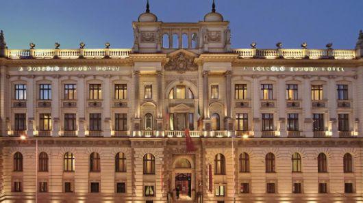 profesionalhoreca, fachada del hotel hotel Carlo IV en Praga