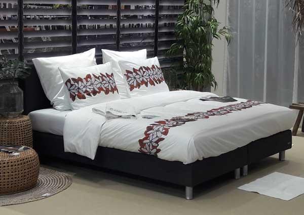 Profesionalhoreca, cama vestida con textiles de la colección Tiaré, de Resuinsa