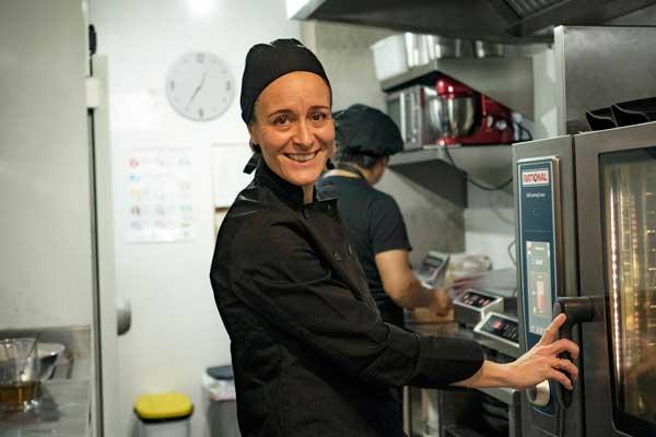 Profesionalhoreca, Cristina, chef y copropietaria del madrileño K&Co Sustainable Kitchen & Bar, trabajando con el SelfCookingCenter