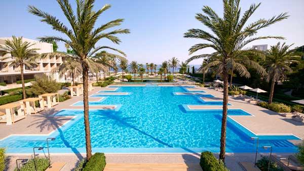 Profesionalhoreca, piscina del resort Ikos Andalusia, en Estepona