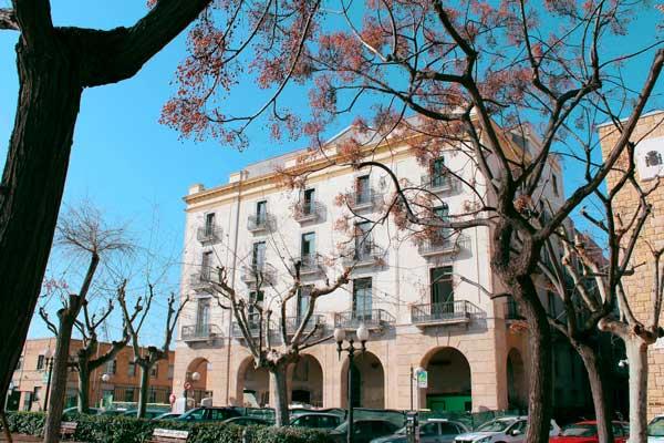 Profesionalhoreca, fachada del edificio de Port Plaza Apartments