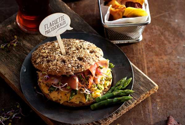 Profesionalhoreca, bocadillo gourmet con el pan Flaguette Multicereales, de Street Lovers, Vandemoortele