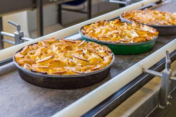 Profesionalhoreca, producción de la Tarta de manzana vegana en la planta de Erlenbacher en Gross-Gerau