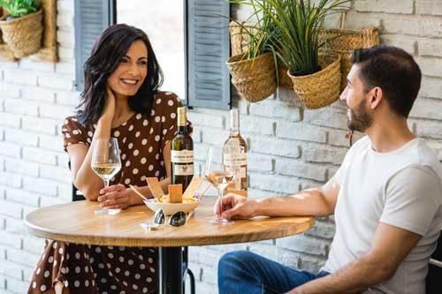 Profesionalhoreca, brindando con vinos de Ramón Bilbao en una terraza