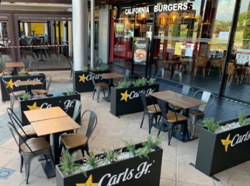 profesionalhoreca, terraza de Carls Jr, de Food&Beer