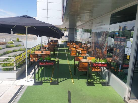 profesionalhoreca, terraza de un establecimiento Tony Roma's, de Food&Beer