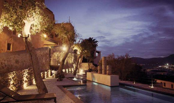 profesionalhoreca, terraza de La Torre del Canónigo Petit Luxury Hotel, en Ibiza