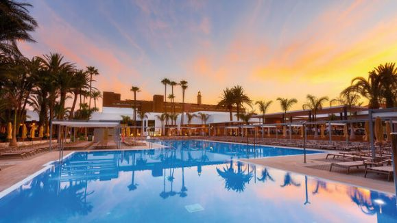 profesionalhoreca, piscina exterior de hotel Riu