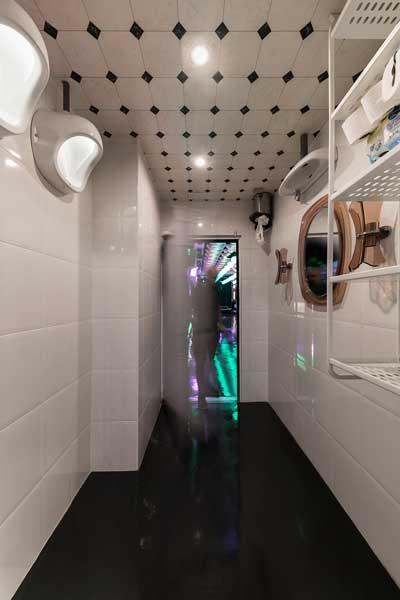 Profesionalhoreca, baño de Pastrami Club, proyecto de Paco Lago Interiorismo