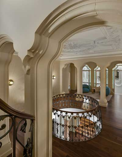 Profesionalhoreca, escalera interior del hotel Torre del Remei