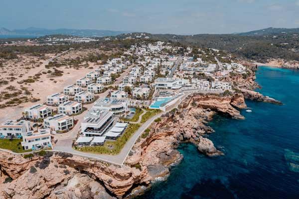 Profesionalhoreca, vista aérea del resort 7Pines Kempinski Ibiza