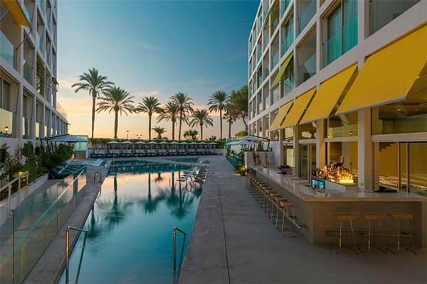 Profesionalhoreca, piscina del hotel W Ibiza