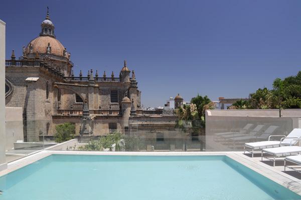Profesionalhoreca, piscina en la azotea, hotel Bodega Tío Pepe