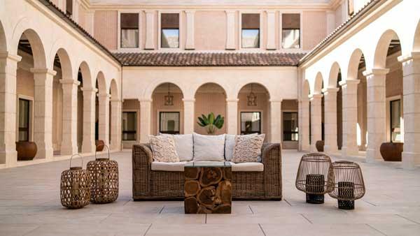 Profesionalhoreca, patio interior del hotel Ansares