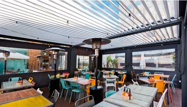 Profesionalhoreca, pérgola bioclimática Saxun en la terraza de un restaurante de Madrid