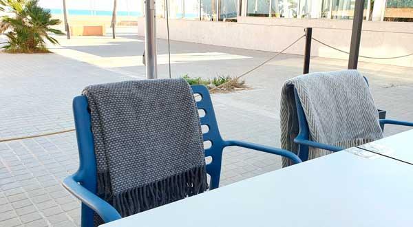 Profesionalhoreca, mantas en terraza, de Carmela Martí