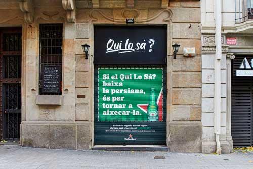 Profesionalhoreca, persiana de bar de Barcelona pintada por Heineken