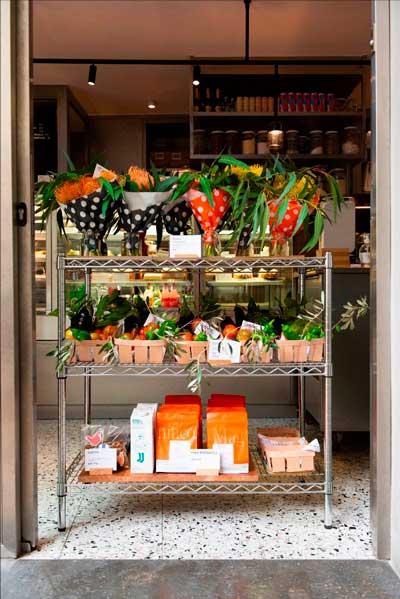 Profesionalhoreca, flores en la fachada de Funky Bakers
