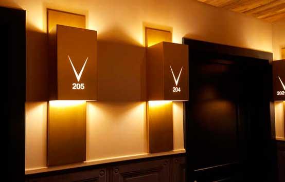 Profesionalhoreca, señalética de habitaciones de hotel con Pujol Iluminación