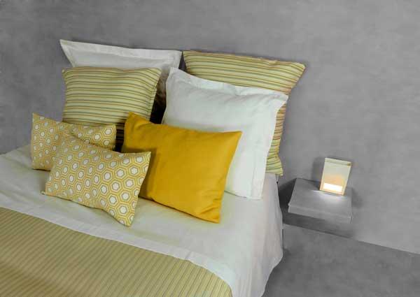 Profesionalhoreca, cama vestida por Resuinsa en amarillos y grises