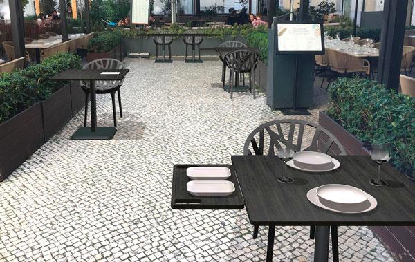 Profesionalhoreca, bandeja extensible Isla en una mesa de EsTablees