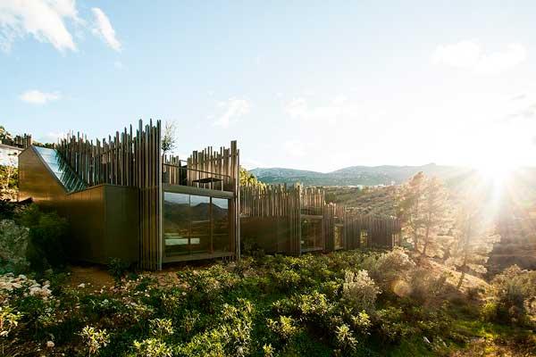 Profesionalhoreca, exterior del hotel Vivood, en Benimantell, Alicante, totalmente integrado en el paisaje