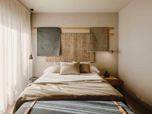 Profesionalhoreca, cama de una de las nuevas habitaciones del hotel Chiqui