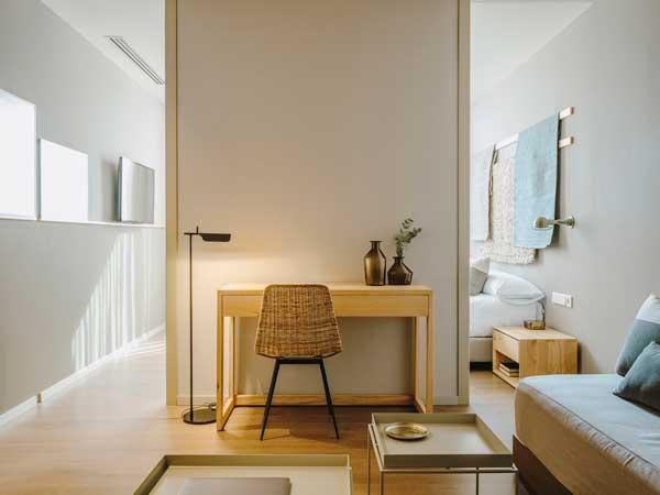 Profesionalhoreca, habitación y salón de una de las nuevas habitaciones del hotel Chiqui