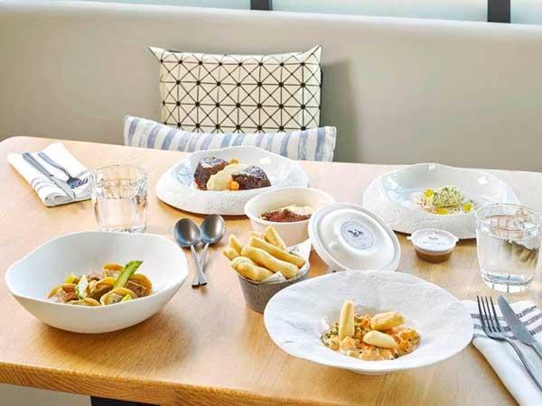 Profesionalhoreca, platos de En Casa con Martín, la marca de delivery del hotel Monument de Barcelona, disponibles a través de Just Eat