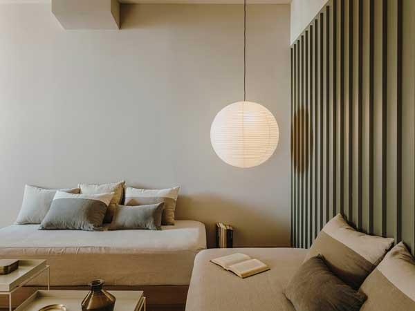 Profesionalhoreca, salón de una de las nuevas habitaciones del hotel Chiqui