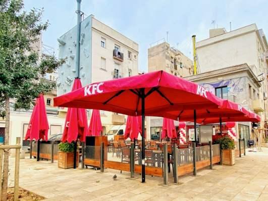Profesionalhoreca, terraza del nuevo Kentucky Fried Chicken (KFC) de la Barceloneta, en Barcelona