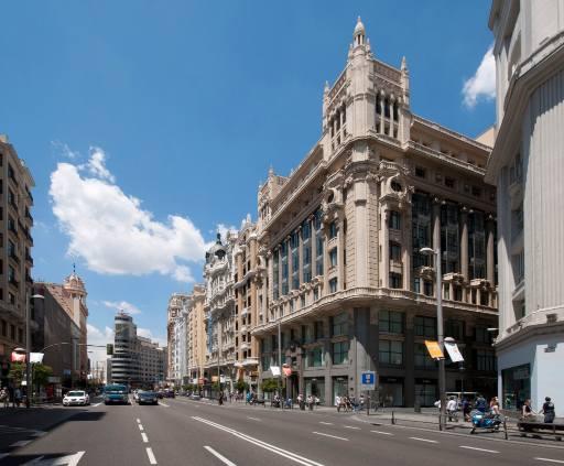 profesionalhoreca, edificio histórico en la Gran Vía madrileña que alberga el hotel Innside by Meliá Madrid Gran Vía
