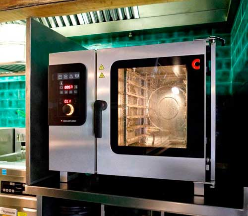 Profesionalhoreca, el horno mixto Convotherm 4 EasyDial 6.10 con puerta escamoteable del restaurante Cadaqués BCN.