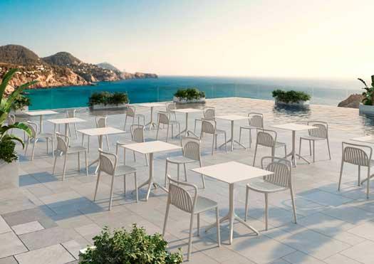 Profesionalhoreca, mesas de aluminio Uni y sillas Classe, de Möwee