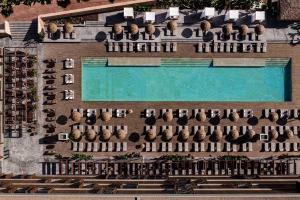 Profesionalhoreca, una de las piscinas del hotel Oku Ibiza