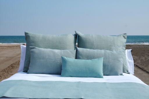 Profesionalhoreca, cama vestida con los tejidos sostenibles Posidonia, de Carmela Martí