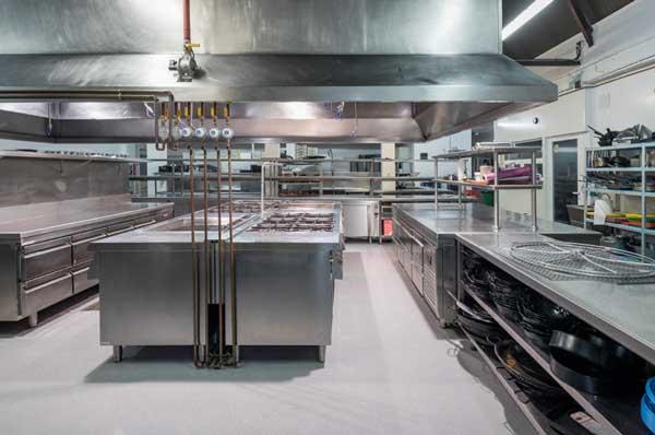 Profesionalhoreca, pavimento Altro en la cocina de Villa Laureana, Madrid